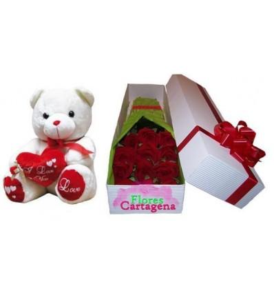 Caja con rosas y peluche