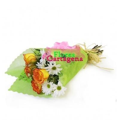 Ramillete de rosas y margaritas