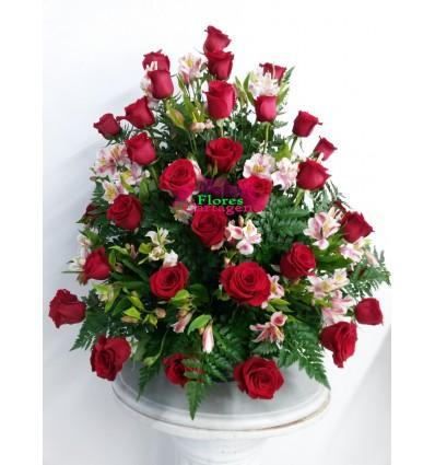 Rosas con astromelias