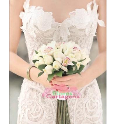 Yugo de novia en rosas Blancas y Oquideas