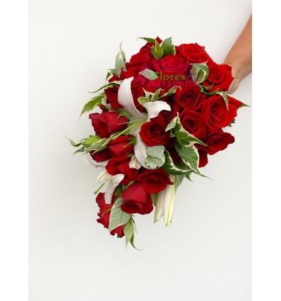Rosas rojas y lirios
